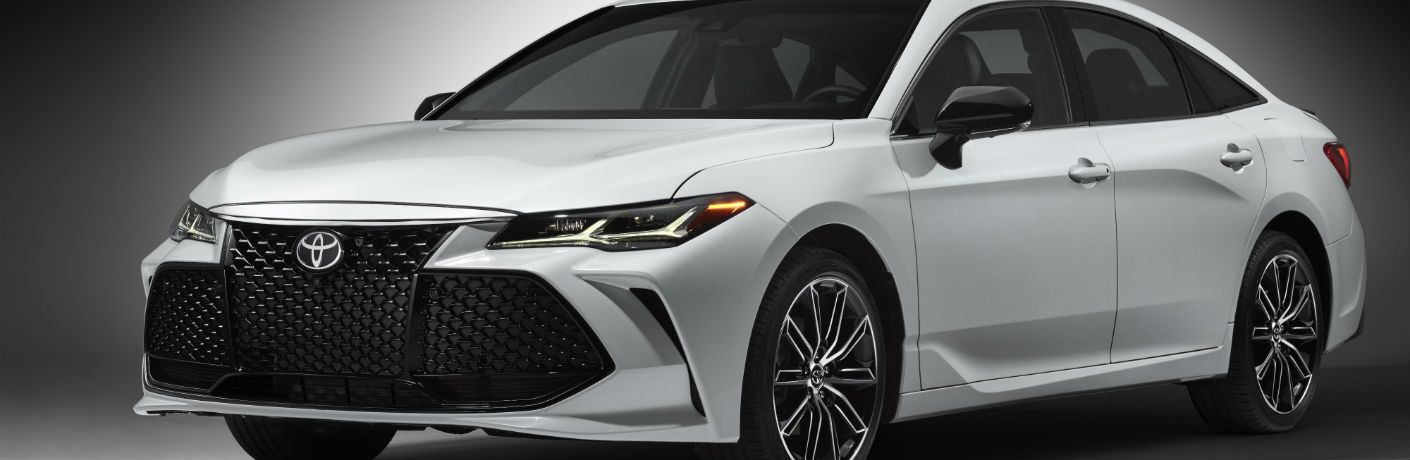 A front left quarter photo of the 2019 Toyota Avalon.