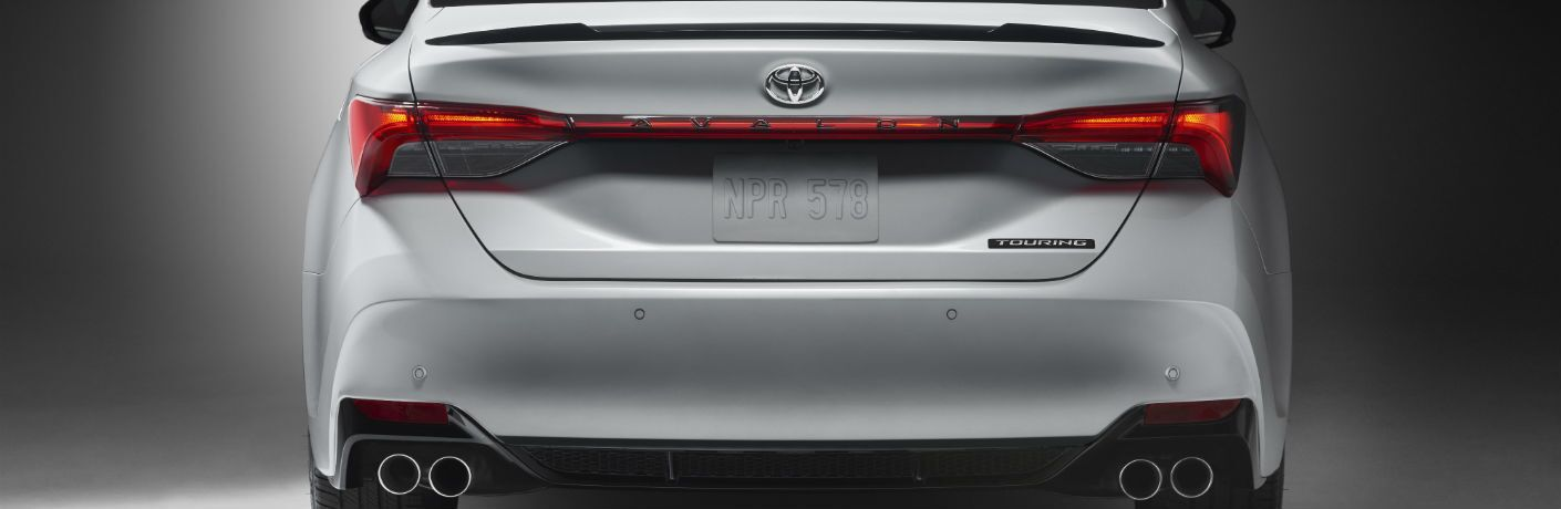 A view of the rear decklid of the 2019 Toyota Avalon.