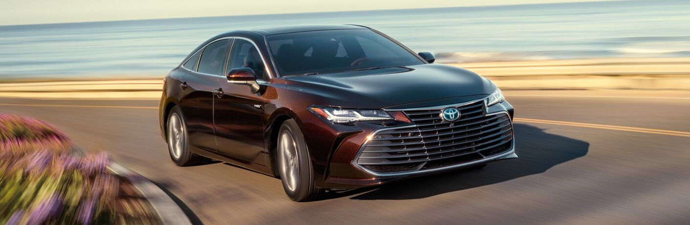 A front-right quarter photo of the 2019 Toyota Avalon coming around a turn.