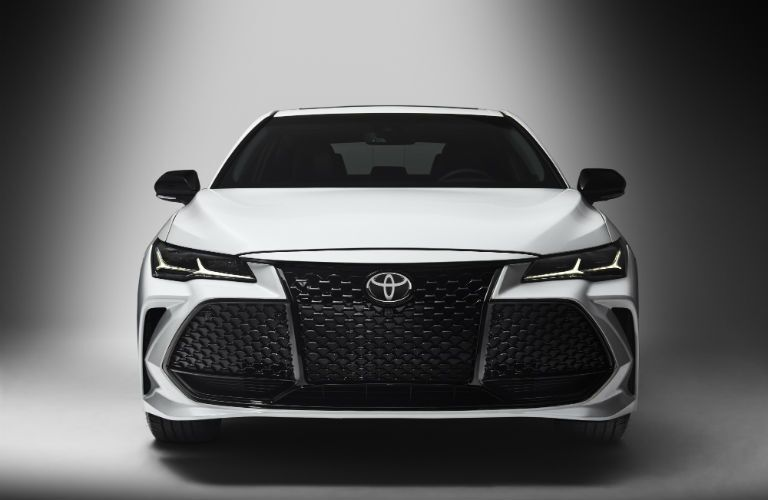 A front end photo of the 2019 Toyota Avalon.