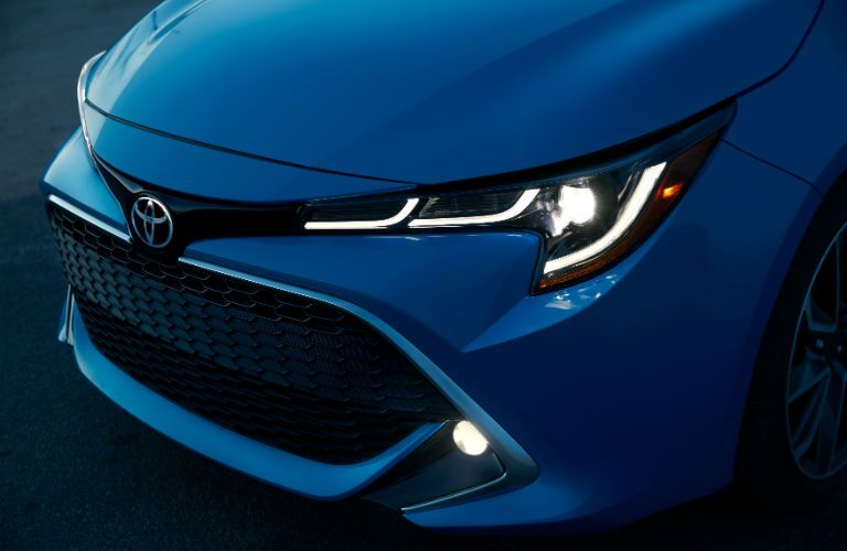 A close up photo of the new front end design on the 2019 Corolla Hatchback.