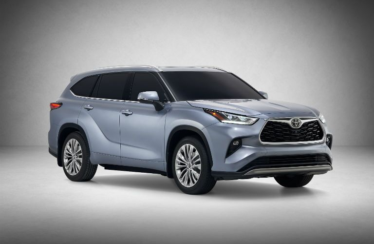 A front right quarter photo of the 2020 Toyota Highlander Hybrid.