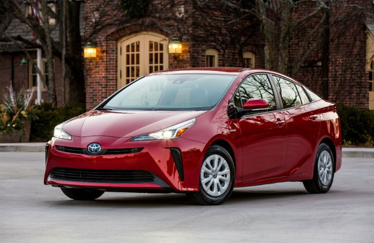 A front left quarter photo of the 2019 Toyota Prius.
