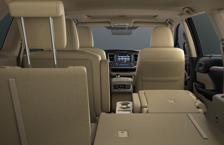 A back to front view of the seating and cargo options in the 2018 Highlander.