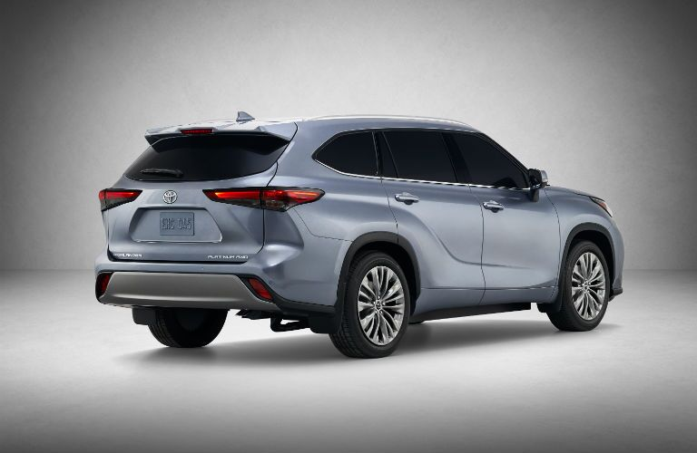 A rear right quarter photo of the 2020 Toyota Highlander in a photo studio.