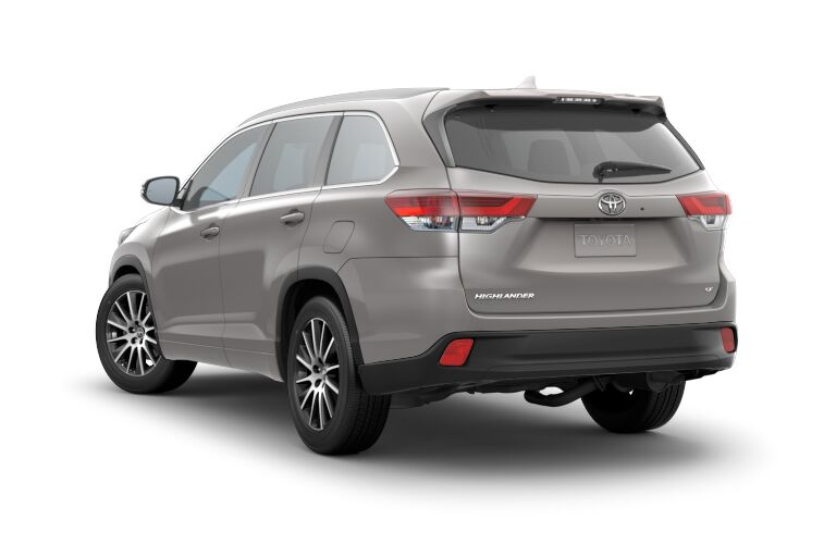 A rear left quarter photo of the 2018 Toyota Highlander.