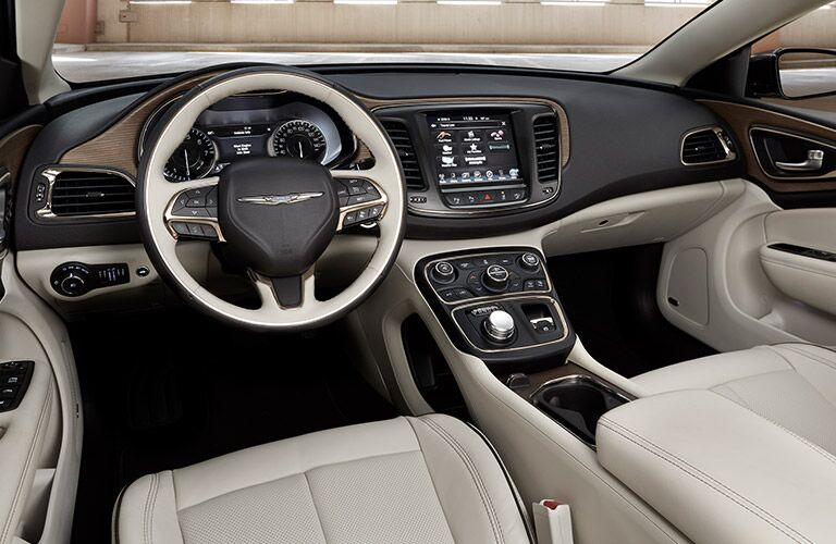 2017 Chrysler 200 cockpit showcase