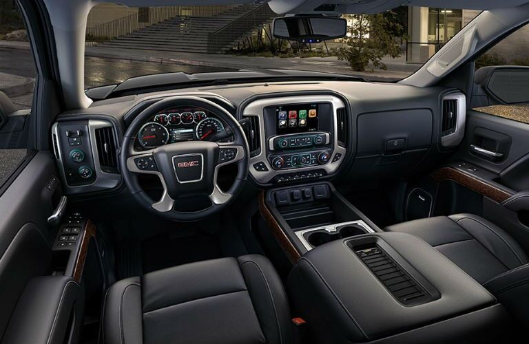 Cockpit view in the 2018 GMC Sierra 1500