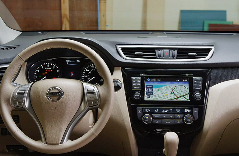 Dashboard and steering wheel in the 2016 Nissan Rogue