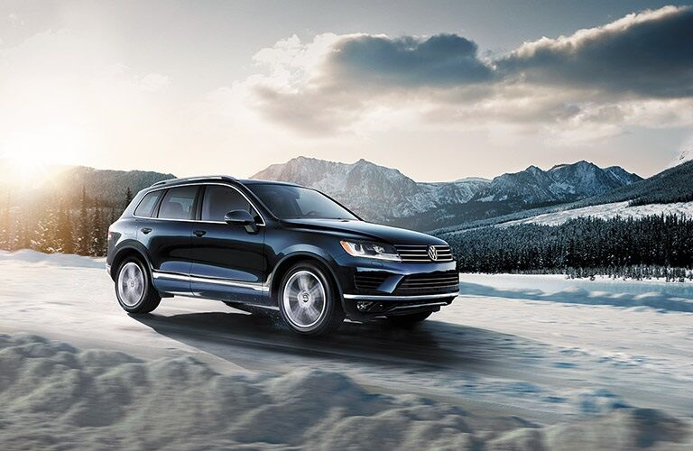 2016 Volkswagen Touareg driving through snow