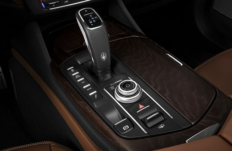 2019 Maserati Levante gear shift