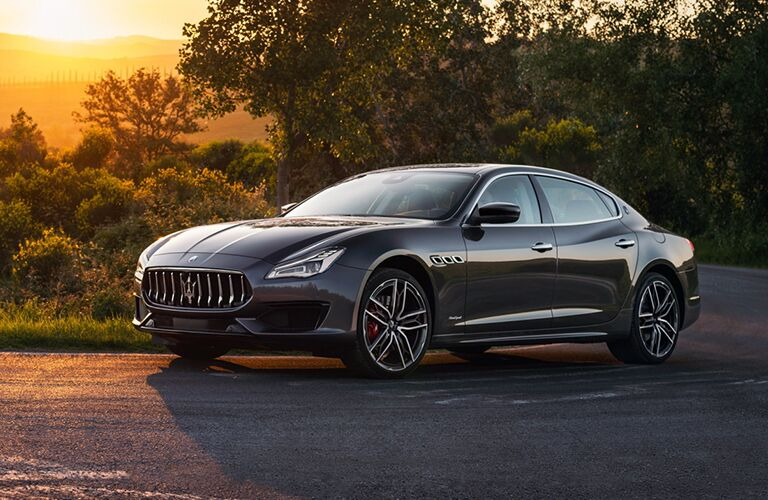 2019 Maserati Quattroporte black paint in woody area