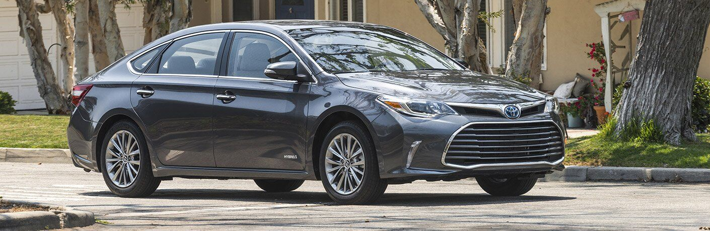 2017 Toyota Avalon Hybrid near Downers Grove IL