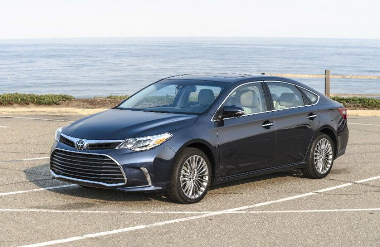 Front/side profile of 2017 Toyota Avalon