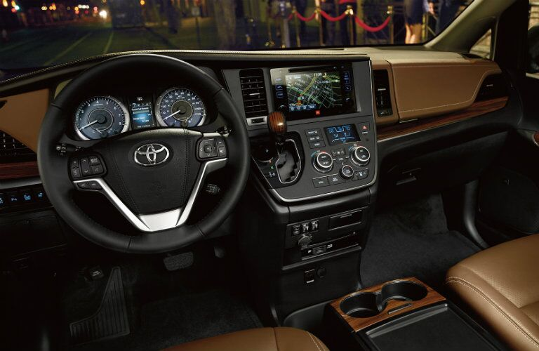 Front dash of 2017 Toyota Sienna