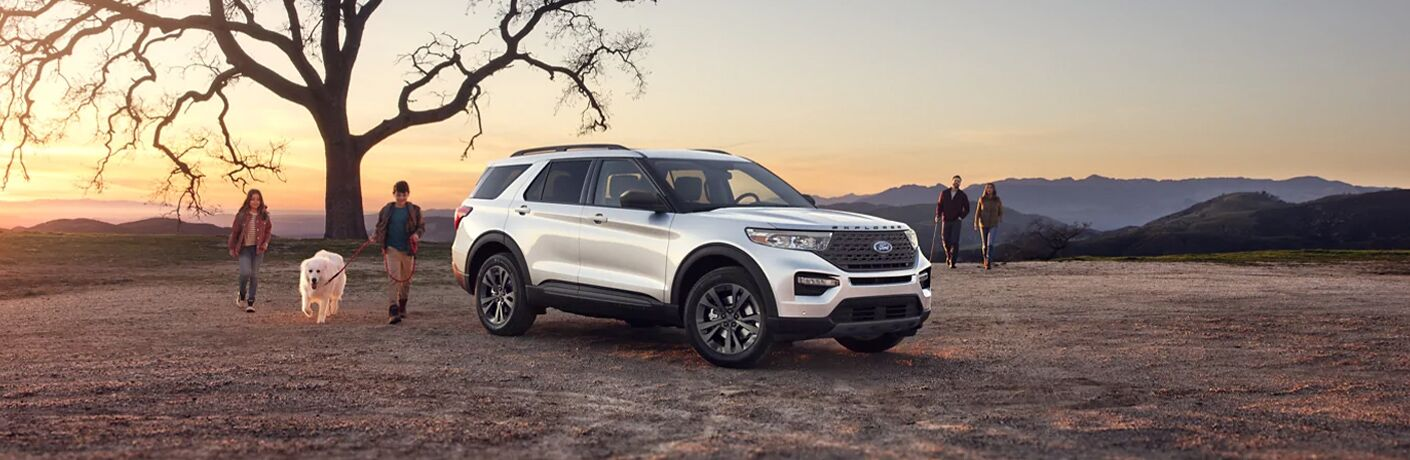 2021 Ford Explorer white side view
