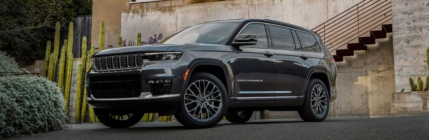 2021 Jeep Grand Cherokee L Diamond Black Crystal Pearl parked outside the building