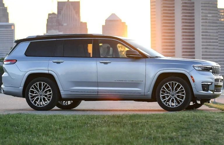 2021 Jeep Grand Cherokee L Silver Zynith infront of a building
