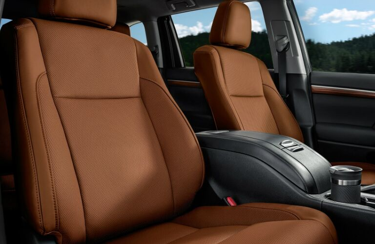 Brown Front Seats in 2019 Toyota Highlander