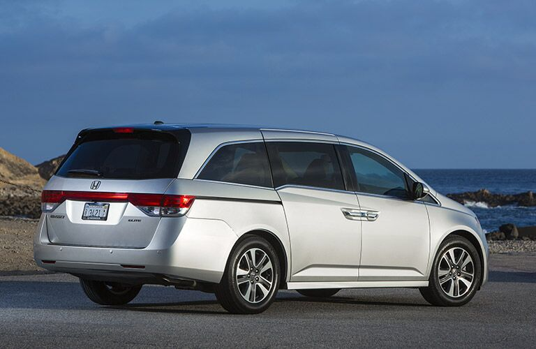 2016 Honda Odyssey vs 2016 Kia Sedona Features