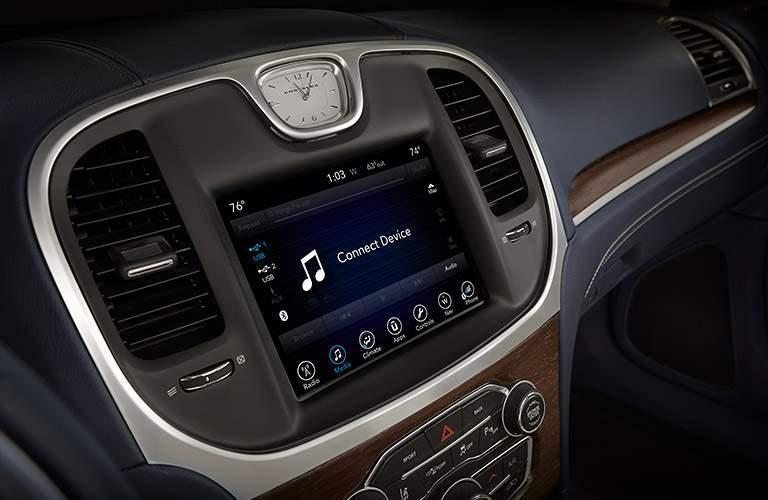 2017 chrysler uconnect infotainment touchscreen bluetooth handsfree audio