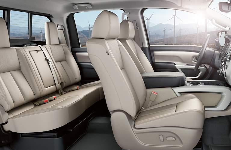 interior cab seats of 2018 nissan titan