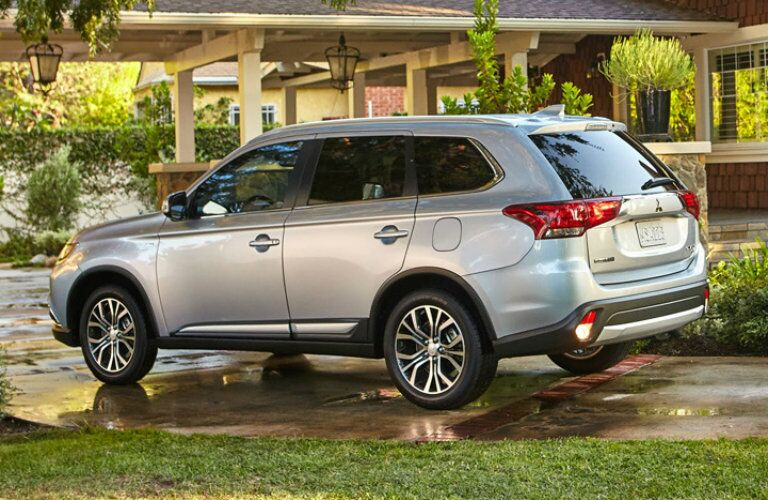 2017 Mitsubishi Outlander sitting in a fancy driveway
