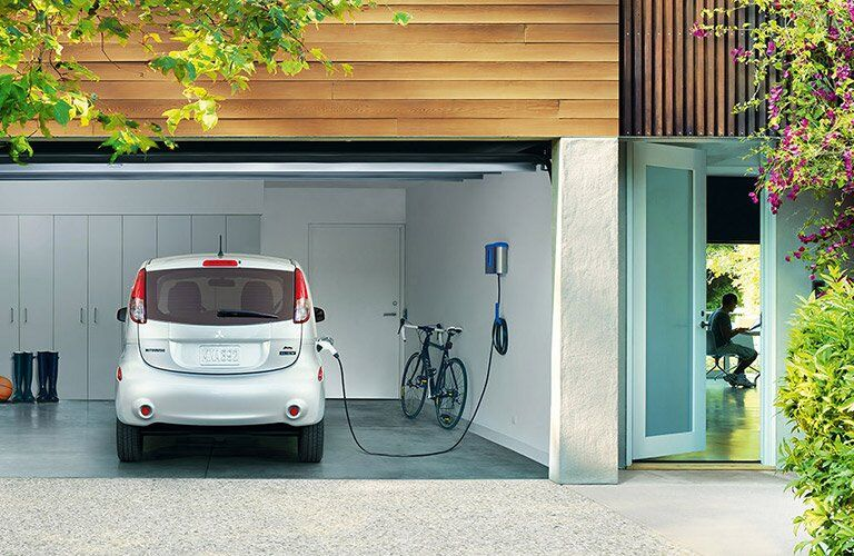 2017 Mitsubishi i-MiEV vs 2017 Nissan Leaf Design Features