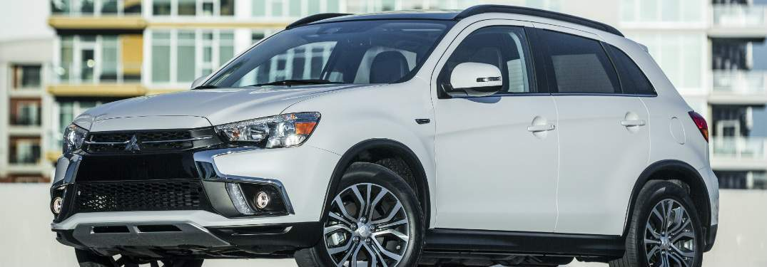 2018 Mitsubishi Oultander Sport White Side View