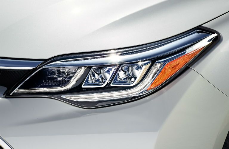 Does the Toyota Avalon have LED headlights?