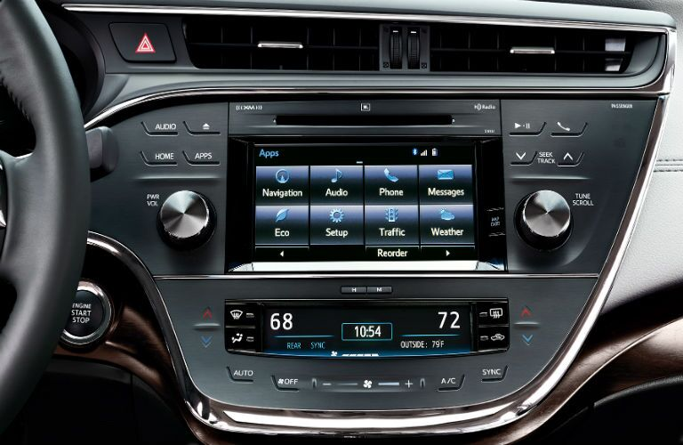 Does the 2017 Toyota Avalon have Apple CarPlay?