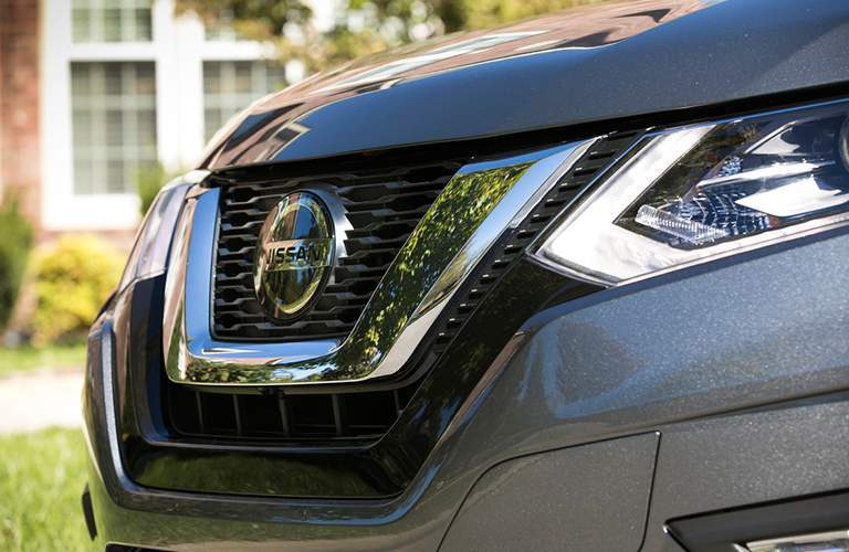 Close up of the nose, grille, headlights and badging of the 2018 Nissan Rogue