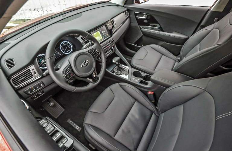 A look inside the 2018 Kia Niro and all of its available technology.