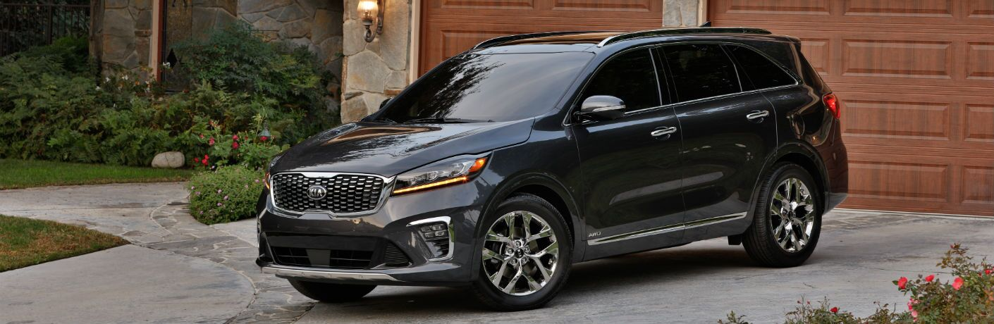 A left quarter profile photo of the 2019 Kia Sorento parked in a driveway.
