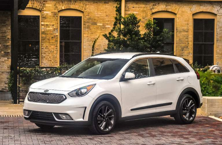 The 2017 Kia Niro has better performance scores than the 2017 Toyota Prius