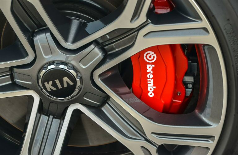 A close up photo of the Brembo brake calipers on the 2018 Kia Stinger GT.