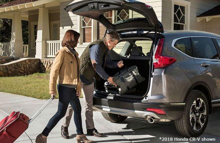 2018 Honda CR-V with couple loading luggage