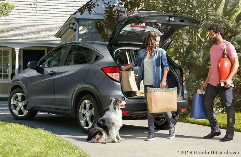 2018 Honda HR-V with couple unloading shopping bags