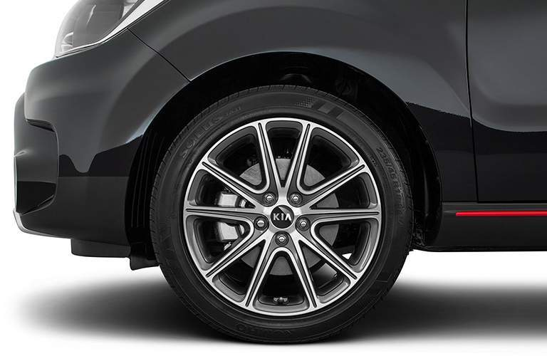 front wheel and tire of black 2018 kia soul