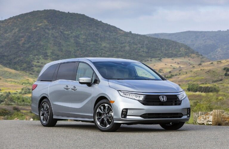 2022 Honda Odyssey with mountains in the background