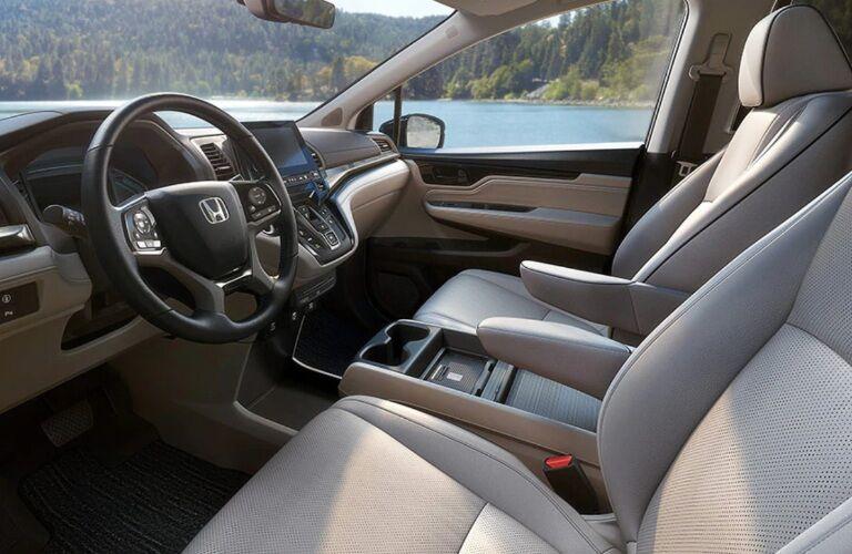 2022 Honda Odyssey front seats