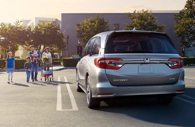Family walking up to the 2022 Honda Odyssey