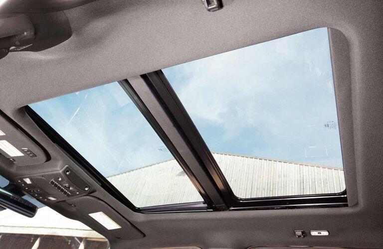 2018 Ford Super Duty F-350 Interior Cabin Moonroof