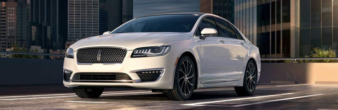 2018 Lincoln MKZ white front view
