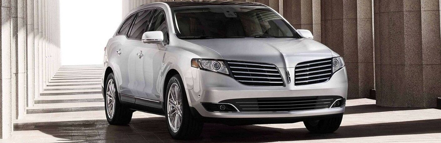front view of white lincoln mkt