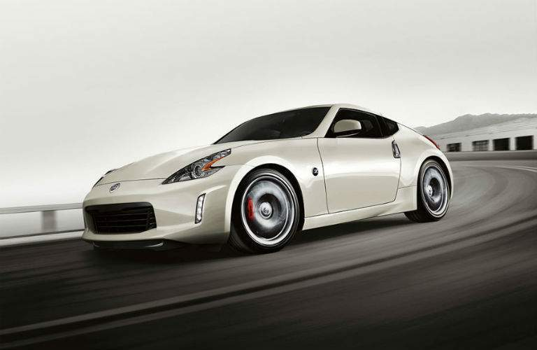 2018 nissan 370z coupe white side view