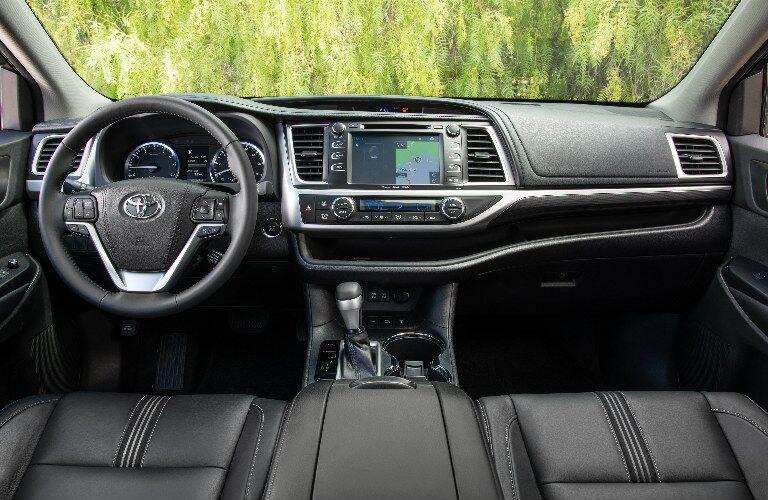 2017 Toyota Highlander interior view of dashboard