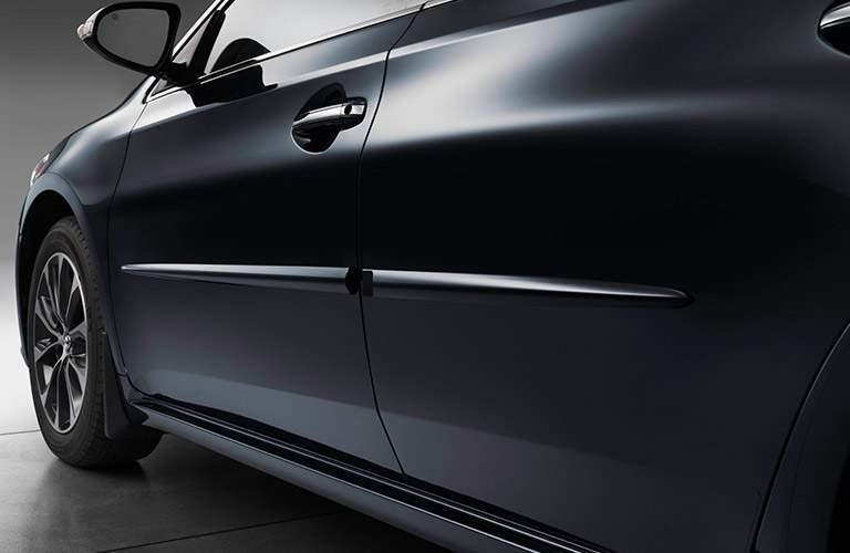 2018 Toyota Avalon left side in black