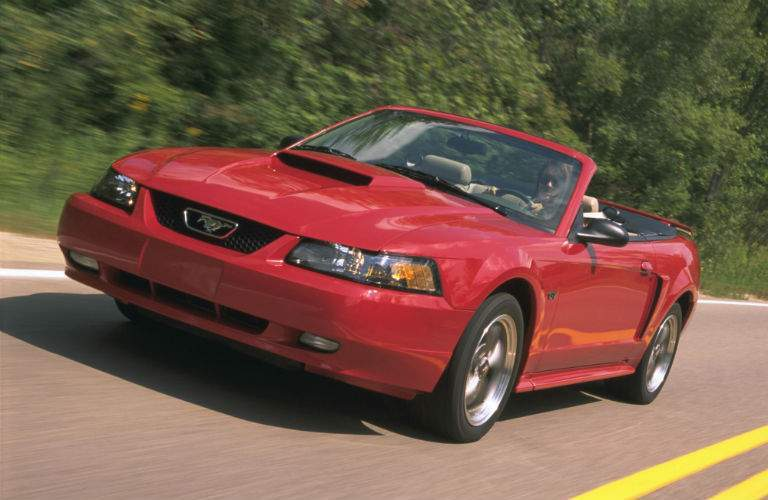 side exterior view of 2001 Ford Mustang