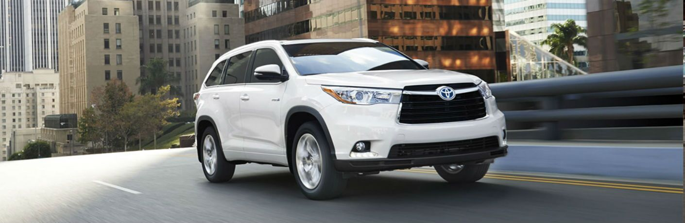 Front passenger side exterior view of a white 2015 Toyota Highlander